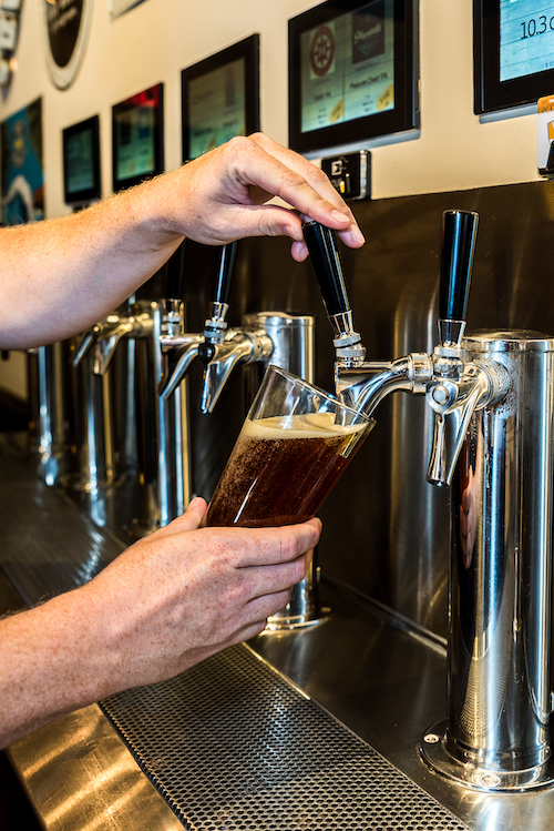 pouring-a-beer-at-Auggies